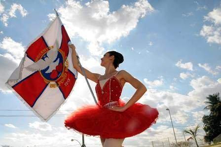 Bailarina com Bandeira